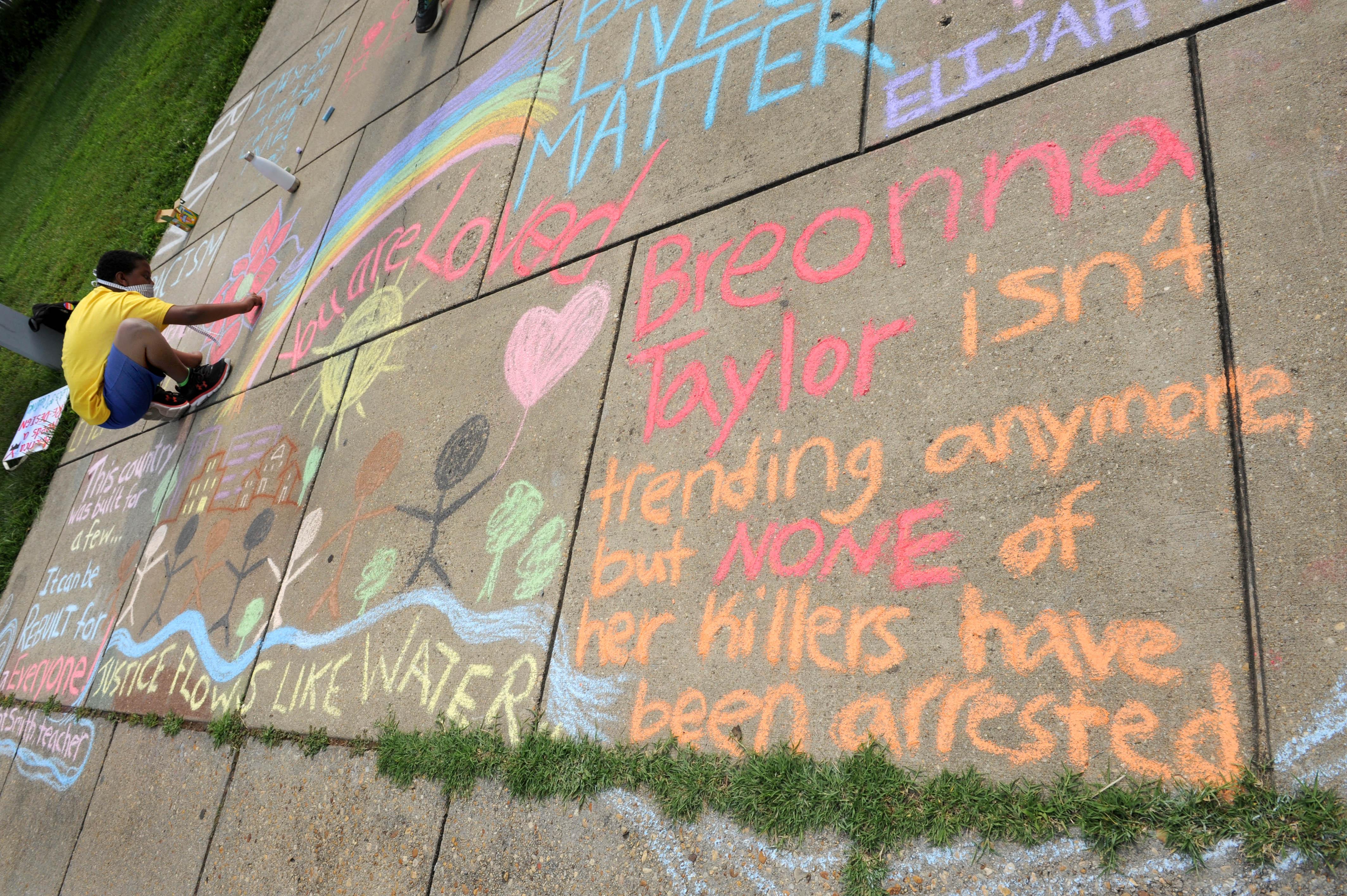 Quarantine Diary 25Vigil for Black Lives Matter on 16th Street NW, at tWashington Ethical Society-7750 16th St NW, Washington, DC 20012With FabrangenShofar blowers are: Judy Galat, Richard Gladstein. Lucy Steinitz, Fran Teplowitz