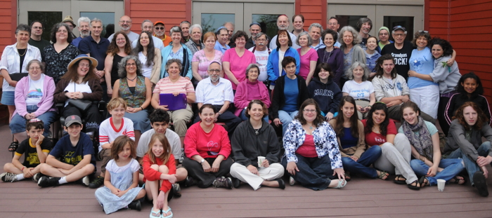 Group Photo of Fabrangeners at Pearlstone Retreat